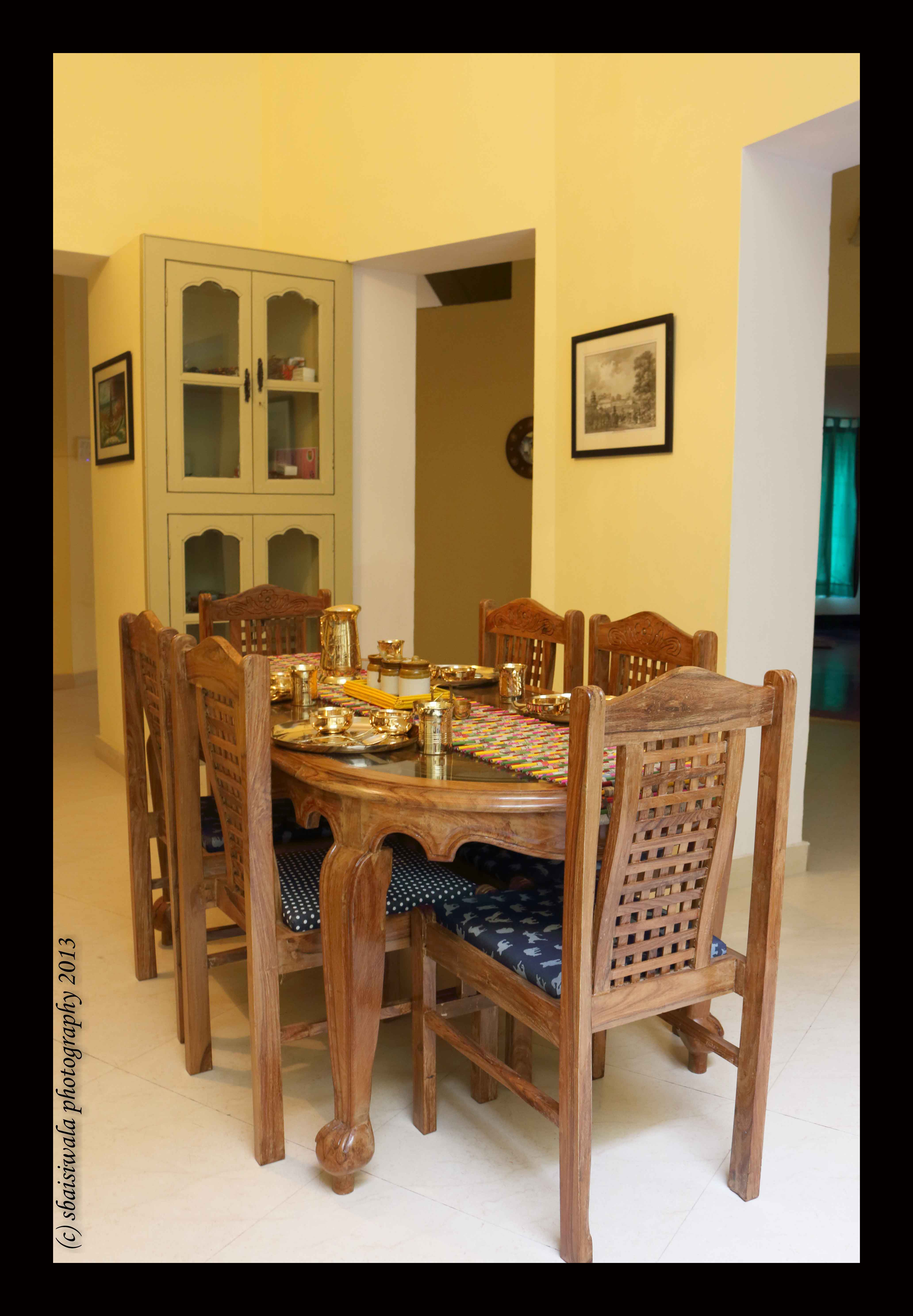 The Cosy Dining Area With The Furniture Sourced From Bareilly And Saharanpur The Traditional Designs Favoured In Such Ho Restaurant Furniture Furniture Dining