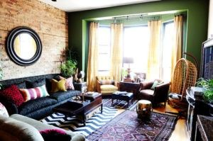 Wohnzimmer Spiegel ~ Dieser eklektische wohnzimmer hat eine exponierte ziegelmauer