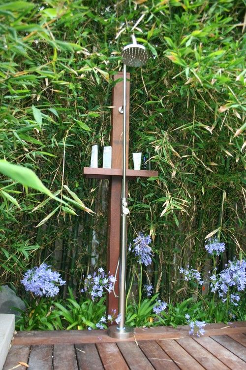 outdoor shower - Außendusche eingebettet in Bambus - bestens - sichtschutz fur dusche