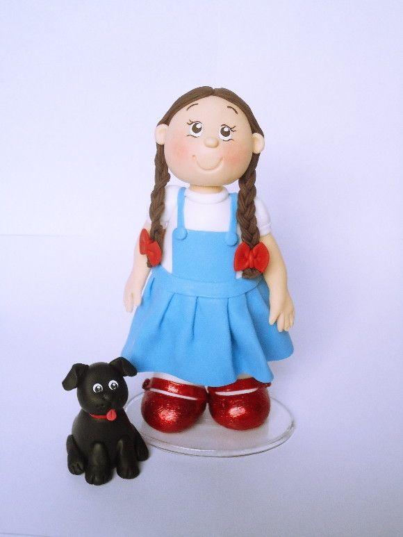 Conjunto de Bonequinhos em biscuit, base de acrílico <br>cada boneco tem cerca de 18 cm de altura e 10 cm de largura <br>com exeção do cachorrinho que mede 7 cm de altura e 5 cm de largura.