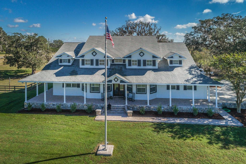 Equestrian Estate For Sale In Pasco County In Florida First Time On The Market Oak Manor Horse Boarding And Tra Maine House Equestrian Estate Horse Boarding