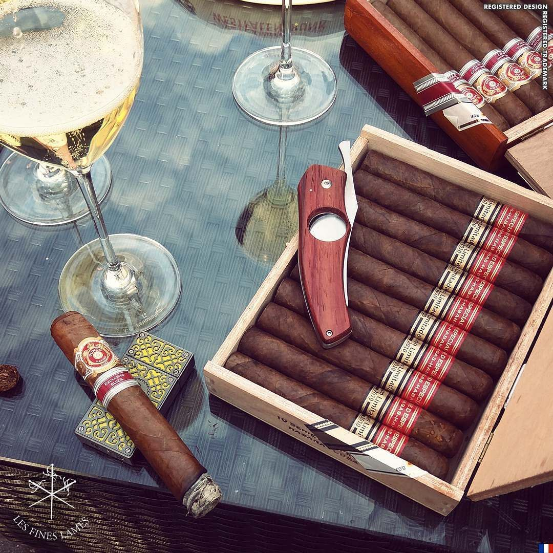 It's always time for #Champagne and #Punch #ExclusivoSuiza  Padauk Limited Edition #CigarKnife a few are still available at http://ift.tt/1J1EGDu - worldwide shipping