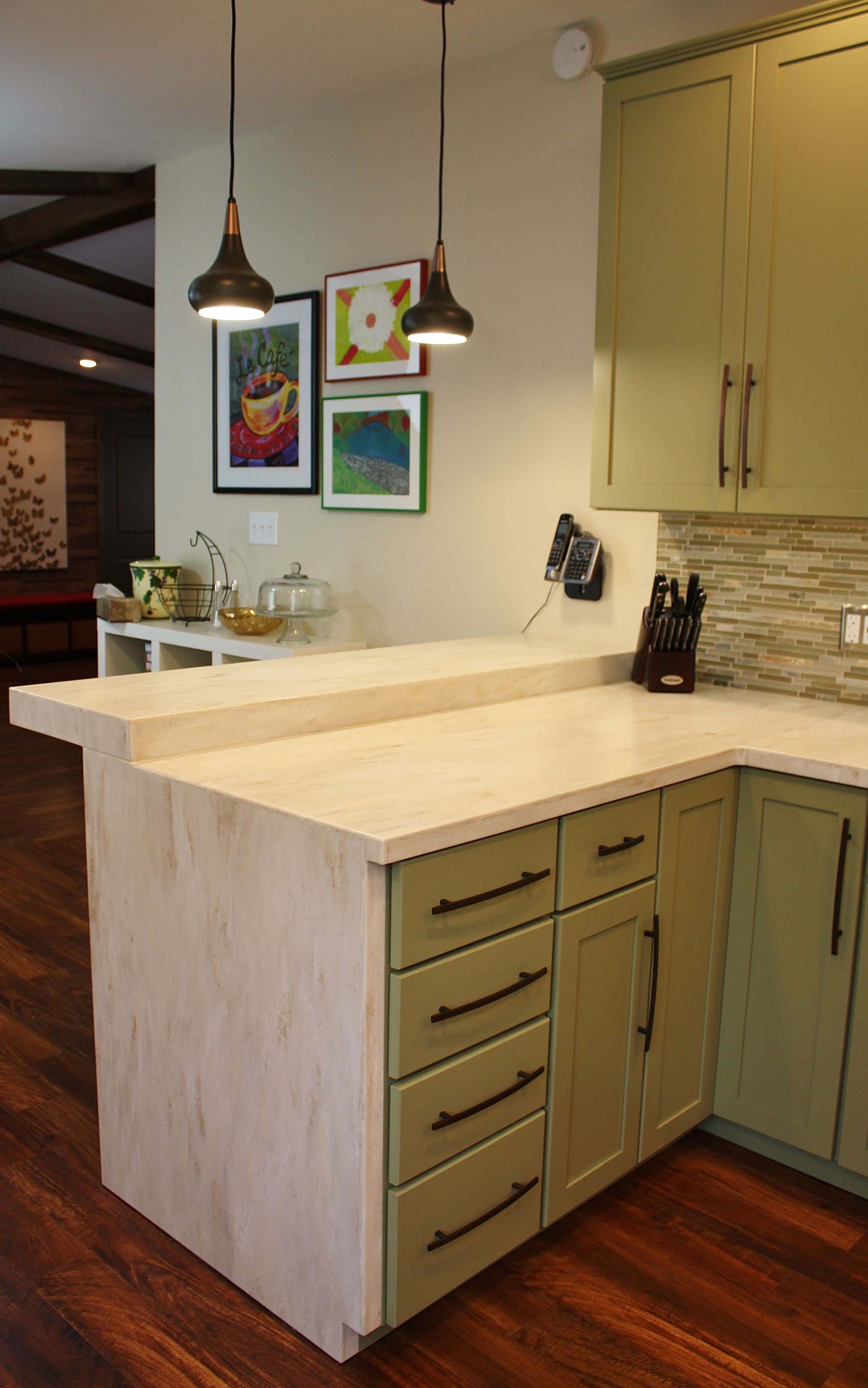 Holiday kitchen seattle shaker cabinets corian for Kitchen cabinets seattle