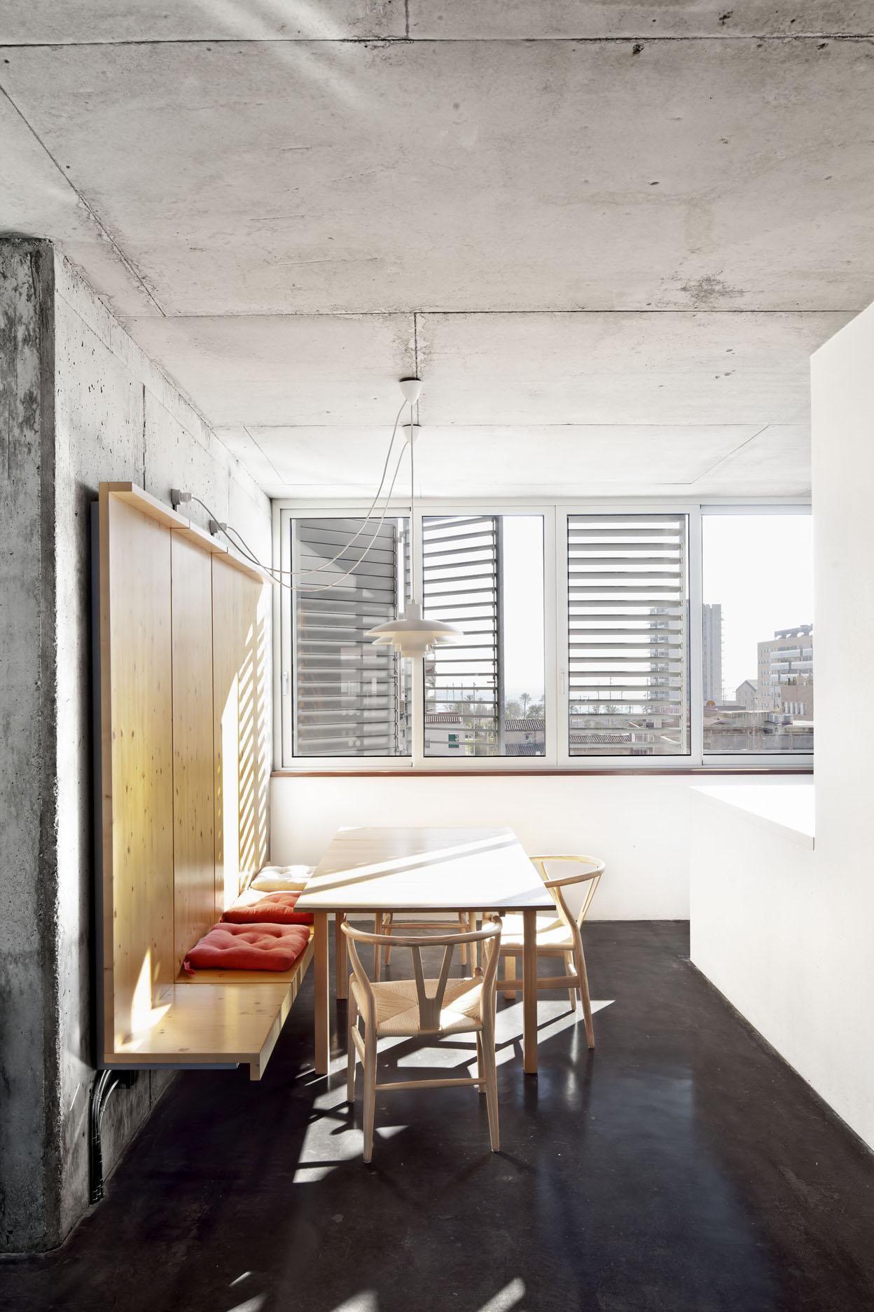 Multistorey dwelling building at Badalona Loft design