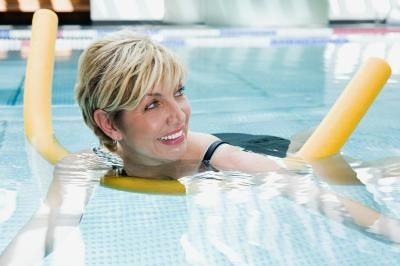 Swimming Pool Exercises Using An Aqua Noodle | LIVESTRONG.COM