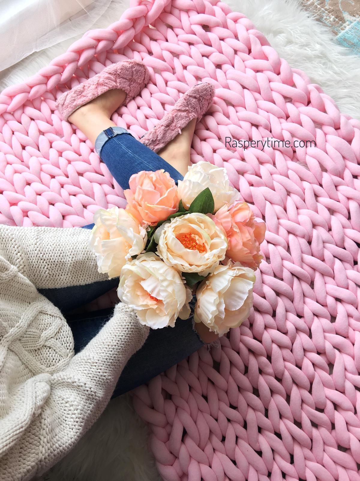 chunky knit blanket in 2020 Knitted blankets, Chunky