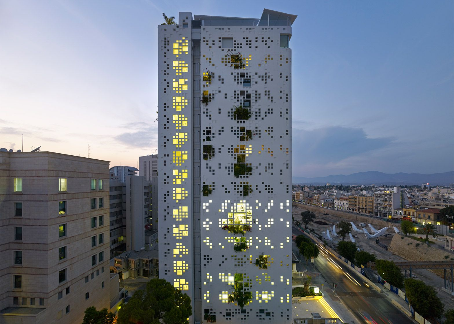 Jean nouvel 39 s cyprus tower has plants bursting through for Architecture jean nouvel