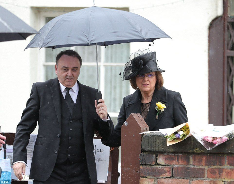 Mourners line the streets of Liverpool for Sir Ken Dodd's