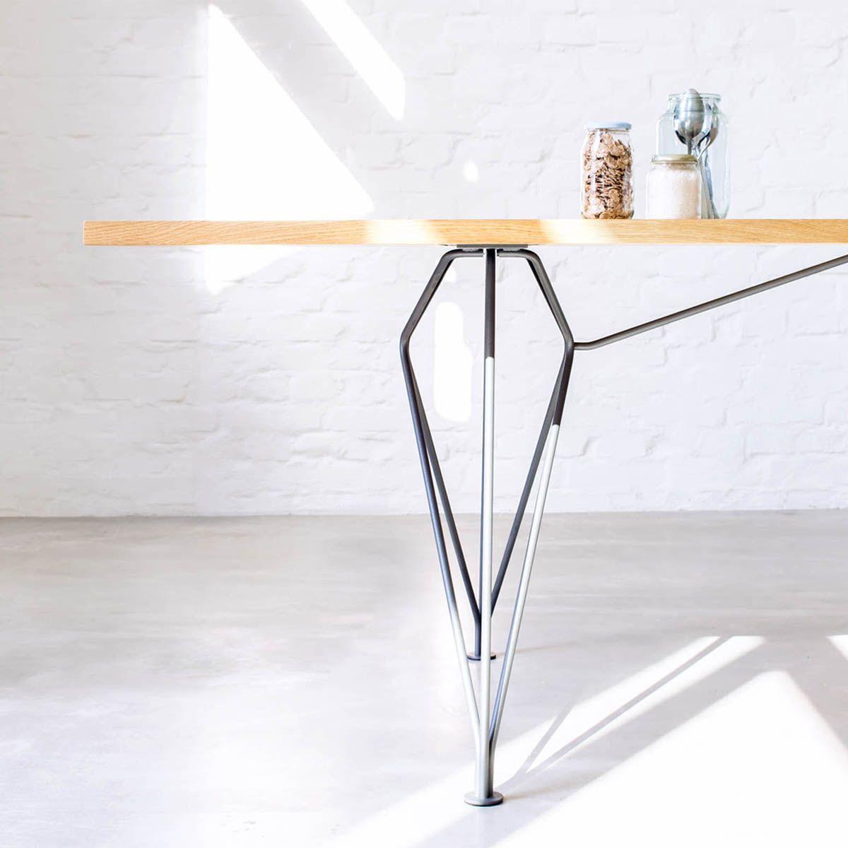 Rig Design Tisch Mit Drahtgestell Und Tischplatte Aus Massivholz Dieser Design Tisch Mit Drahtgestell Kann Im Mbzwo Design Tisch Tische Holz Esstisch Modern