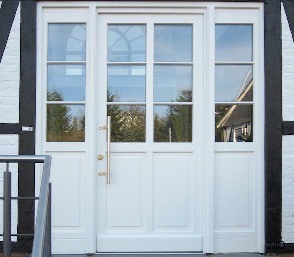 Weiße Haustüren klassische haustüren weiße rahmentür mit sprossen und zwei