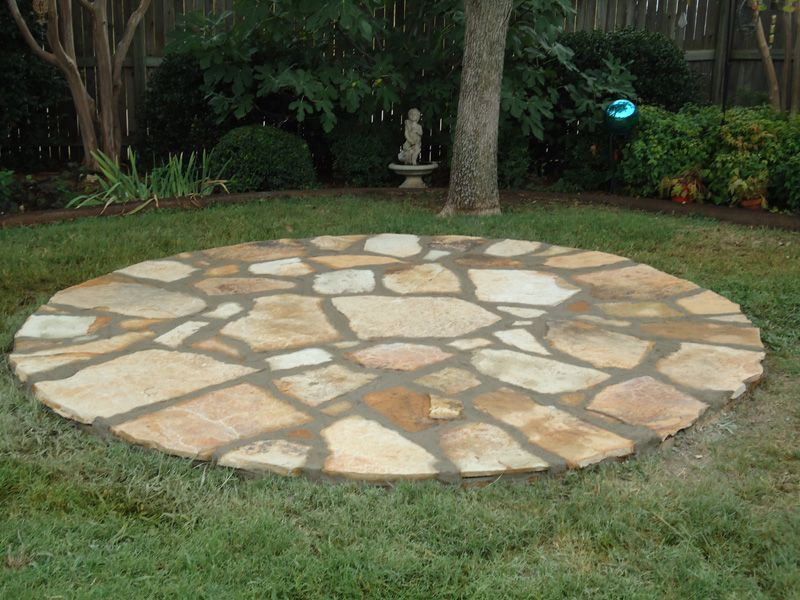 Round stone patio valley view landscaping sanger for Flagstone patio designs