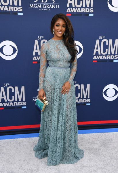 34 Must-See Looks From CMA Awards Red Carpet - One Country