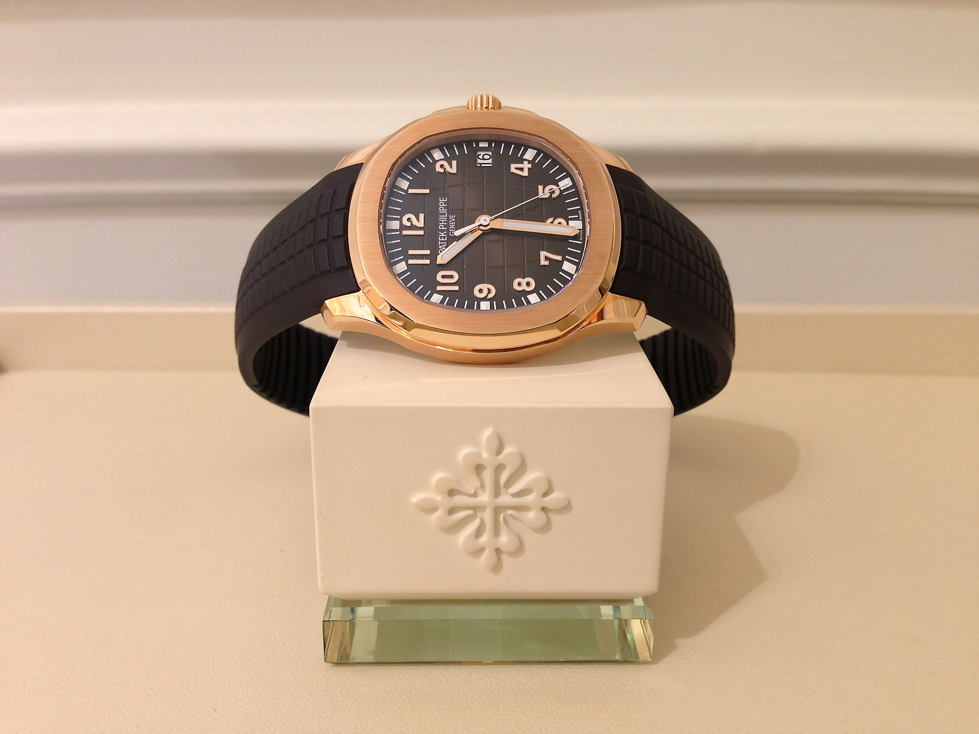 Patek Philippe Aquanaut 5167R in 18k Rose Gold with Chocolate-brown dial and strap