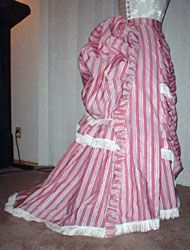 Truly Victorian Parisian Trained skirt. Thinking of this one in a copper taffeta for Steampunk World's Fair