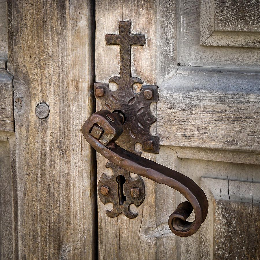 Love this hand forged door handle . and the Cross is so meaningful to me. - Old Church Doors Knobs & Knockers Pinterest Antique Doors
