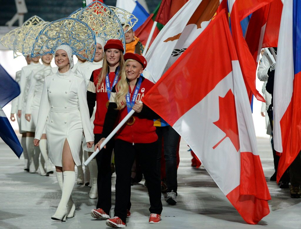 Live Sochi Olympics Closing Ceremony Our Canadian Olympians We Salute You Olympics Sochi Canadian Girls