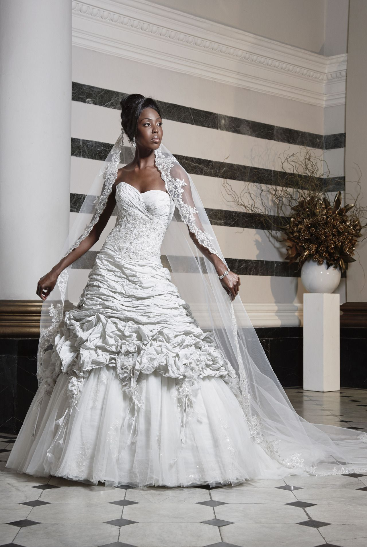 Ian Stuart Forget Me Not Ianstuart Forgetmenot Laceweddingdress Bridetobe Weddinginspo Bespoke Wedding Preloved Wedding Dresses Designer Wedding Dresses