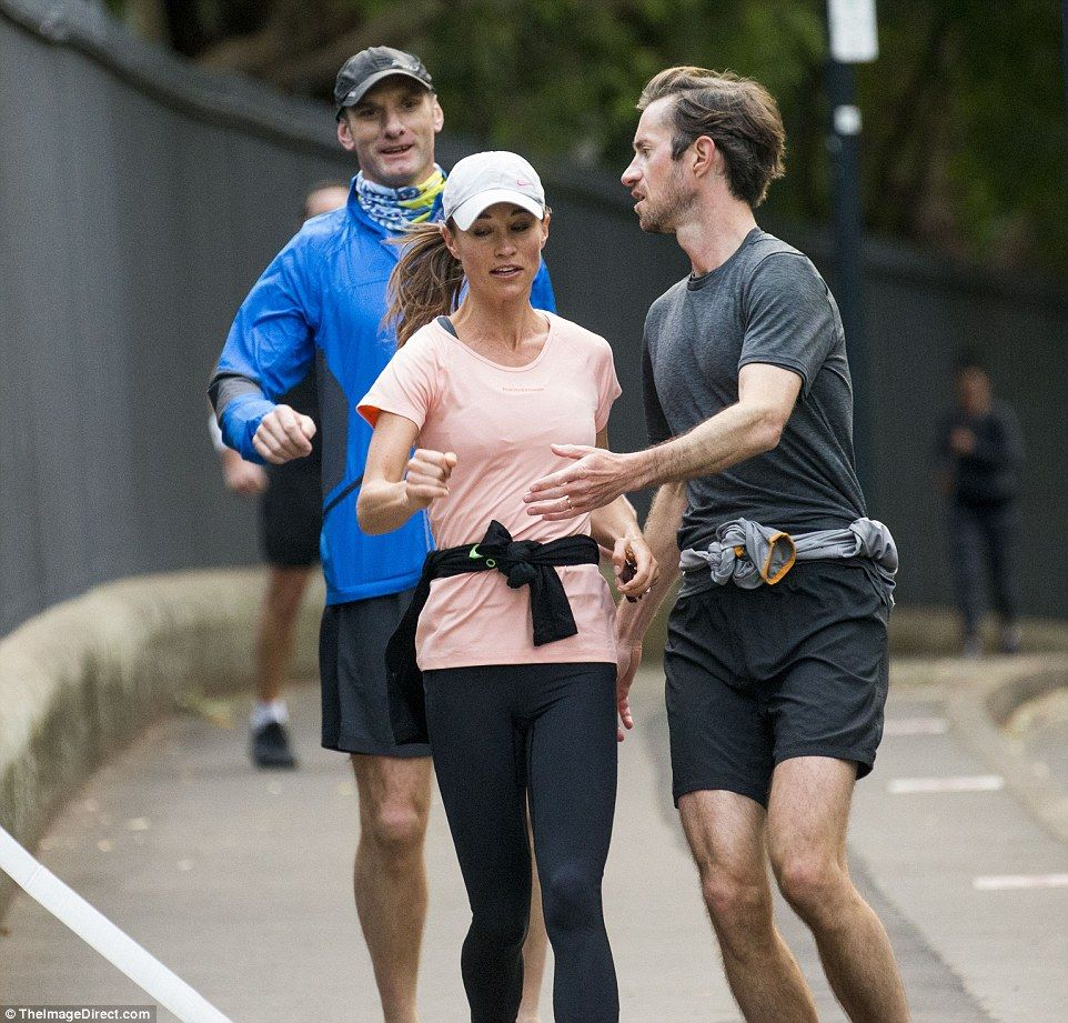 Pippa Bands: Pippa And James Squeeze In A Jog Around The Sydney Opera