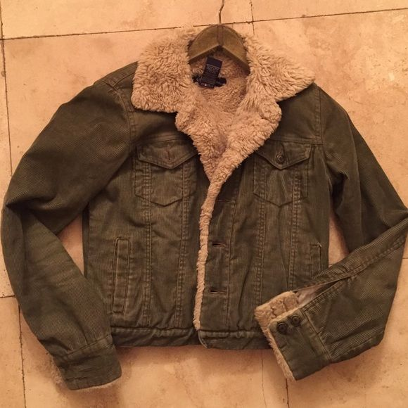 Shearling lined Army Green Corduroy jacket So cute! This is a classic staple not to mention super soft and warm! Great with jeans or over a dress. Perfect little jacket for winter! Earl Jean Jackets & Coats Jean Jackets