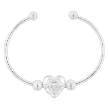 A cute Heart bracelet perfect for Valentine's Day! #valentines #love