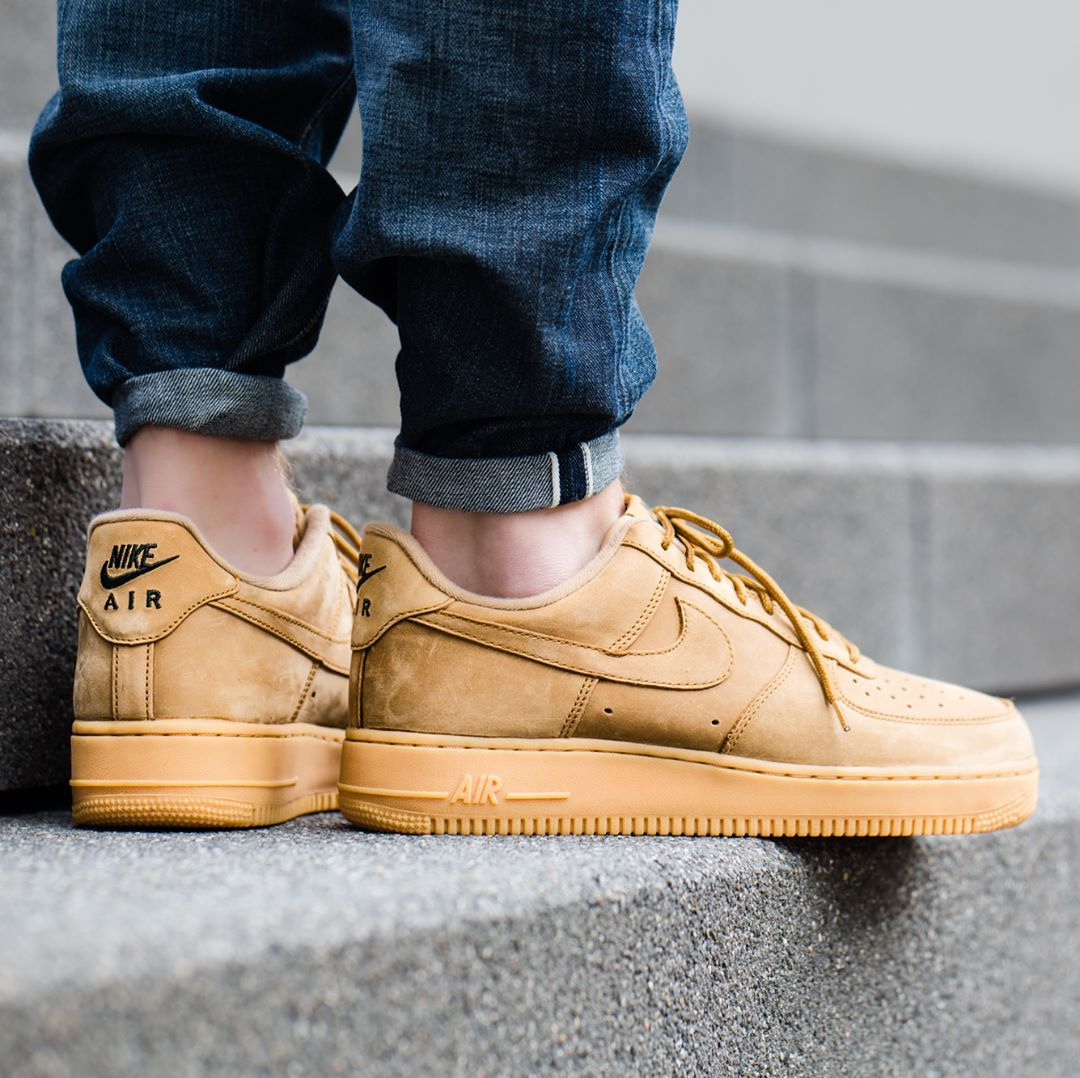 nike air force 1 '07 low flax trainers in beige