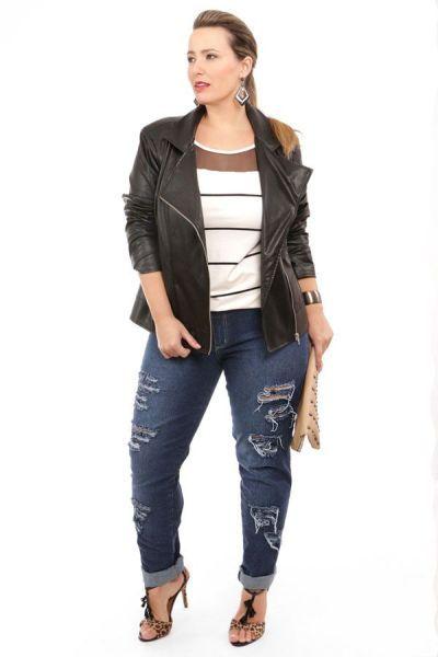 058116249 A moda de calça rasgada para gordinhas pode rejuvenescer os looks das  mulheres. Porém é sempre bom lembrar que a calça jeans destruída