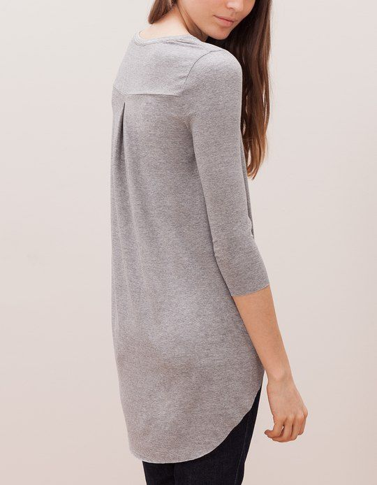 At Stradivarius you'll find 1 Long asymmetrical top for woman for just 9.99 £ . Visit now to discover this and more T-SHIRTS.