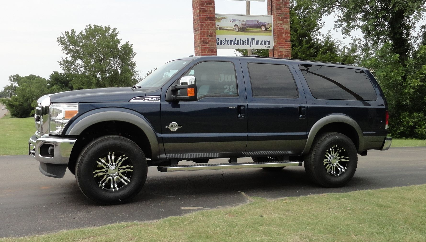 Ford Excursion 2015 >> 2015 Ford Excursion Wow They Turn Your Pickup Into An Excursion