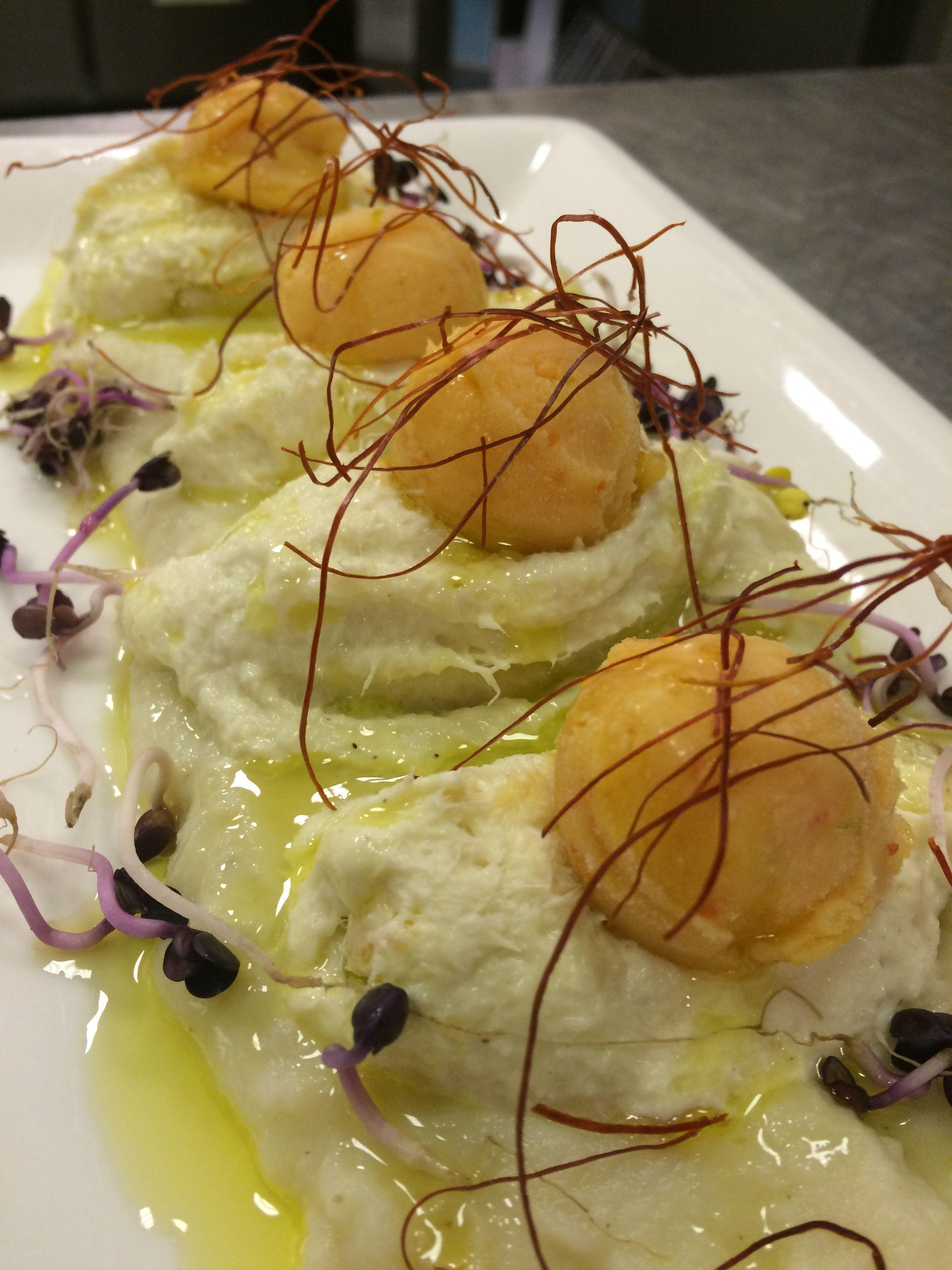 Baccalà mantecato su crema di patate e gelato al peperone