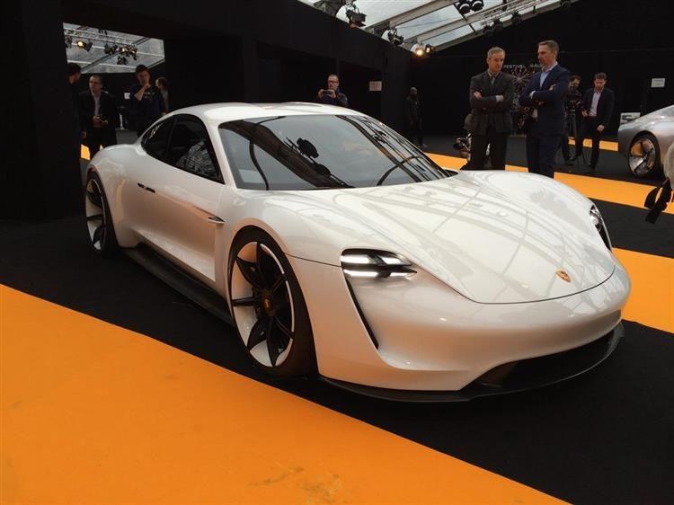 Porsche Mission E : le mulet est au Festival Automobile International