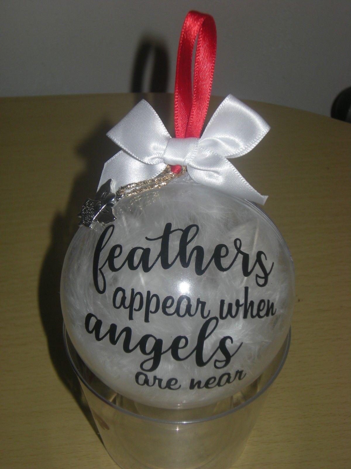 MEMORIAL CHRISTMAS BAUBLE TREE GIFT BOW CHARM FEATHERS