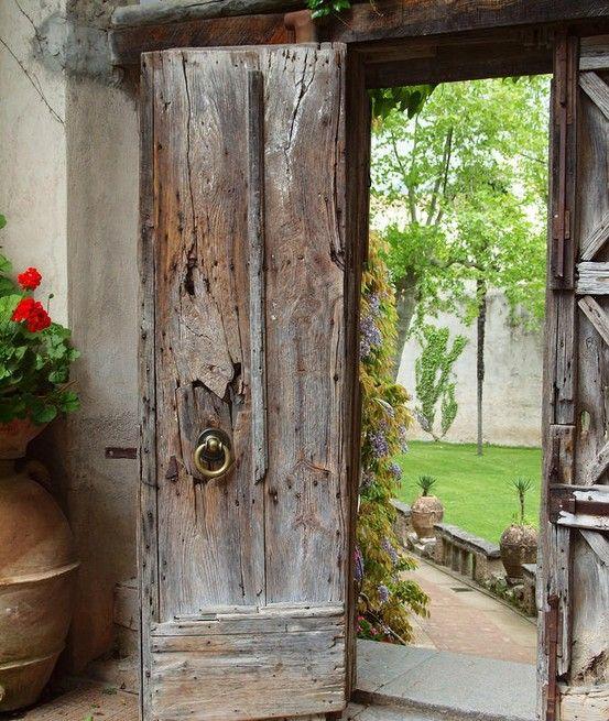 Alte Holztüren i adore this door for the entry to my secret garden one day
