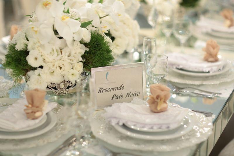 Arranjo clássico de flores brancas