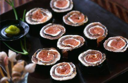 Sushi con salmone affumicato e Philadelphia