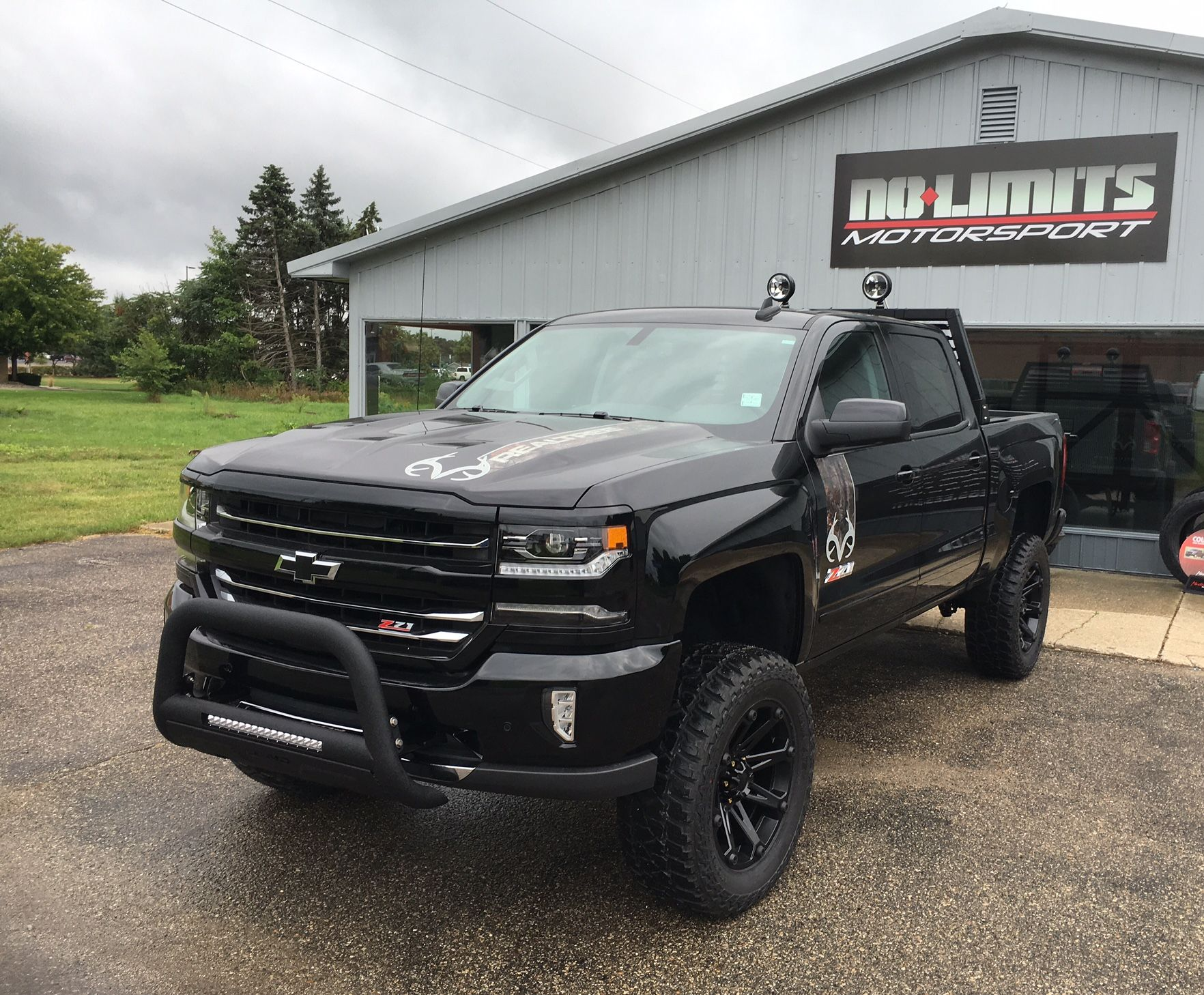 2016 chevy silverado realtree edition with 6 zone suspension 20 ballistic jester wheels 35. Black Bedroom Furniture Sets. Home Design Ideas