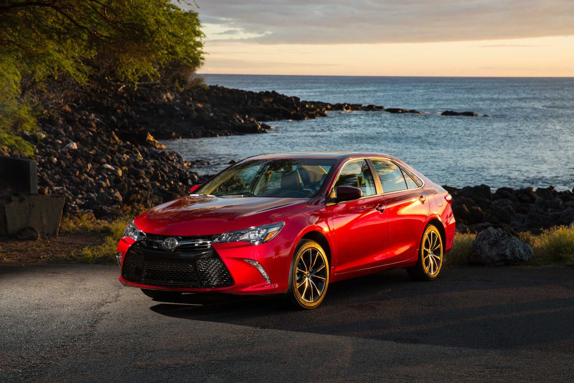 10 Beautiful 2015 Toyota Camry XLE Red Side View Desktop