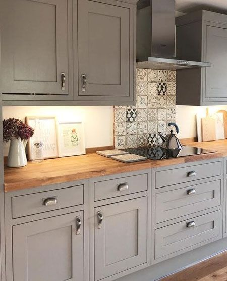 Whereas traditional Shaker kitchens featured timber knobs, it's easy to introduce satin nickel, vintage brass or pewter knobs or cup handles. Worktops were originally of wood, but more modern materials such as granite or quartz are often more practical and hardwearing, and will give a Shaker kitchen a modern feel. #kitchendesignideas