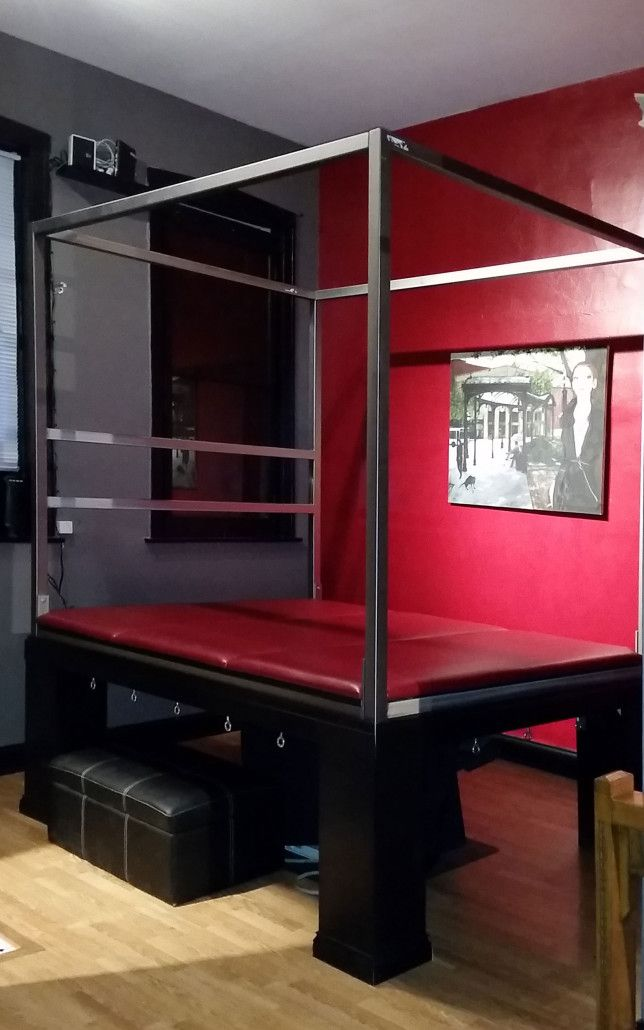 bondage bed with suspension frame at chicago dungeon rental's west