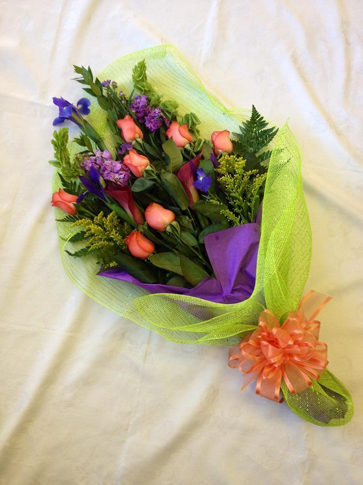 Presention Bouquet For Graduates Beauty Pageants