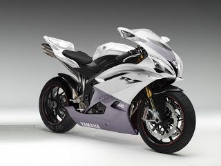 Moto deportiva blanca, roja ó azul de 600cc