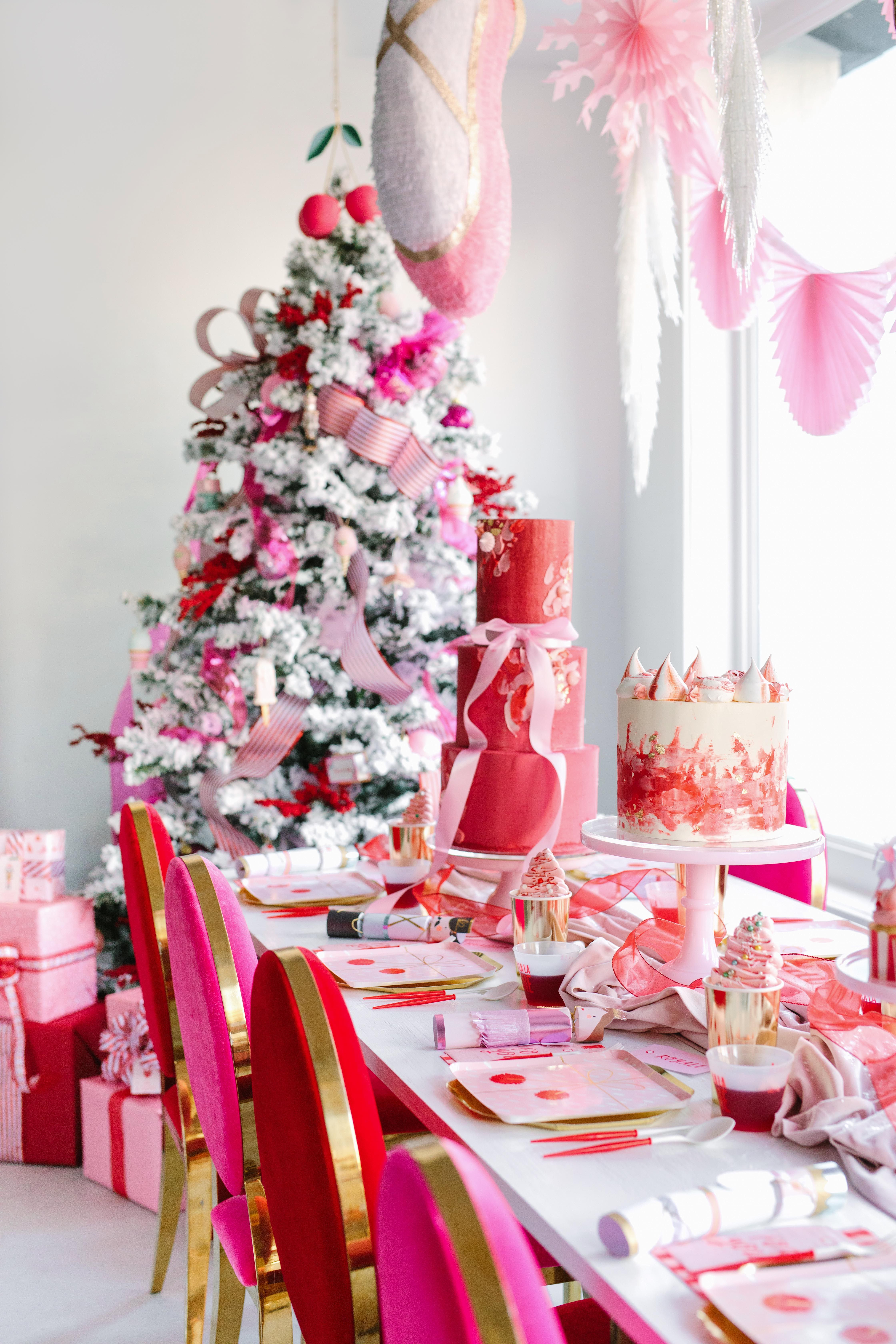 Beautiful Christmas Table Settings That Will Enchant Your Guests Pink Christmas Decorations Christmas Table Settings Pink Christmas