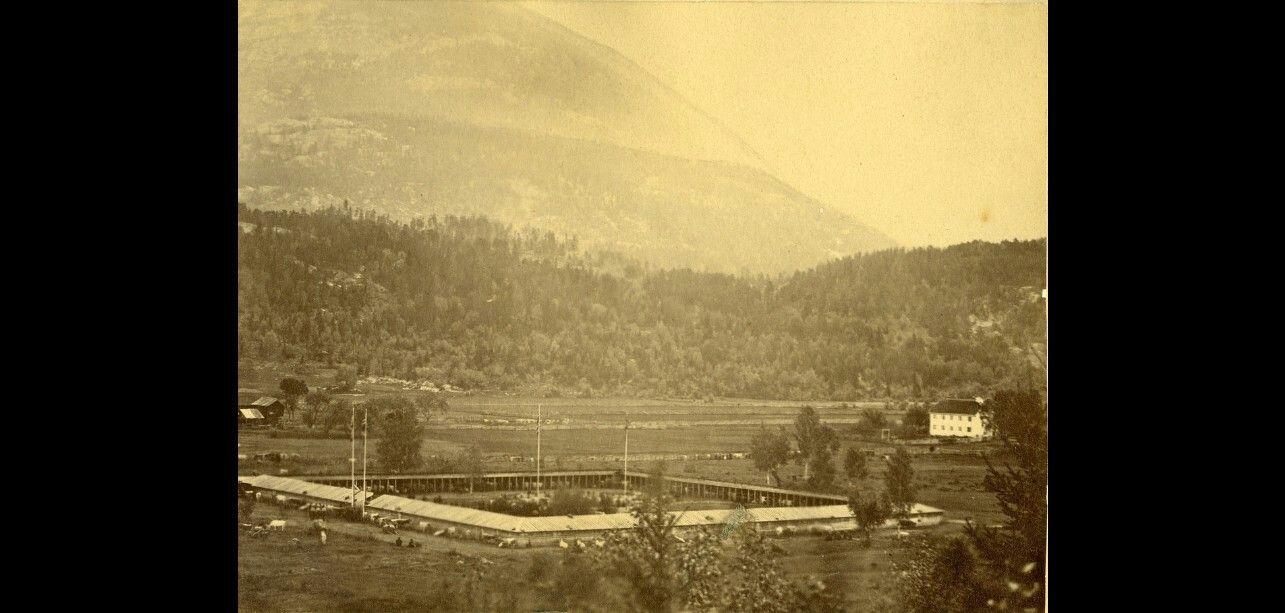 Telemark fylke Seljord kommune  Dyrskufjoset få år etter at det vart bygd i 1867 Dyrsku'n, Dyrskuplassen, landbruksutstilling