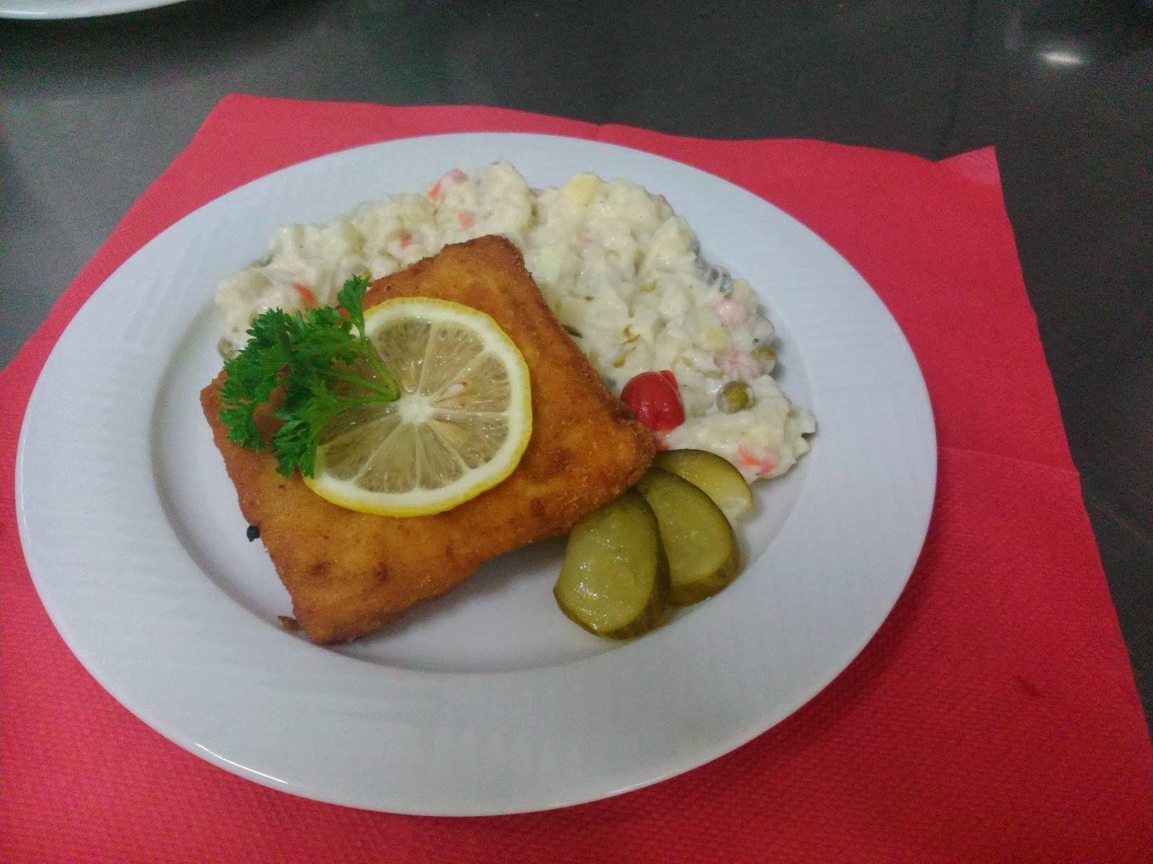 Vyprážané Rybie filé a majonézový šalát