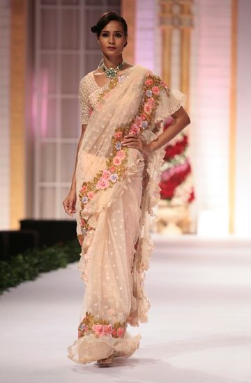 Pallavi Jaikishan makes a case for old fashioned romance with this floral sari.