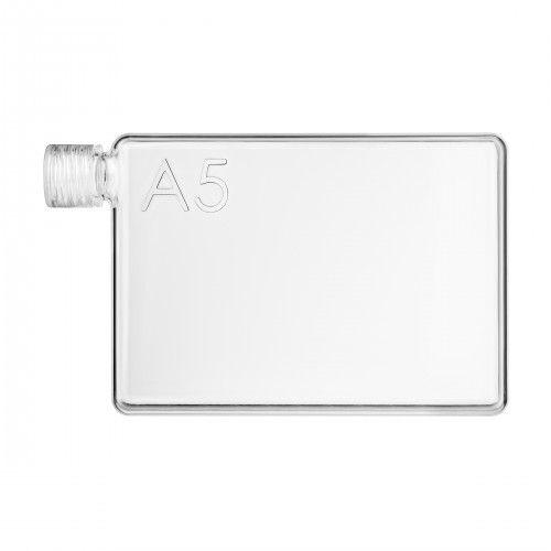 A5 Memobottle - Juomapullo:  Muotoilunsa ansiosta A5 memobottle™ -juomapulloa voit kantaa siellä missä normaalin pullon kanssa voi olla...