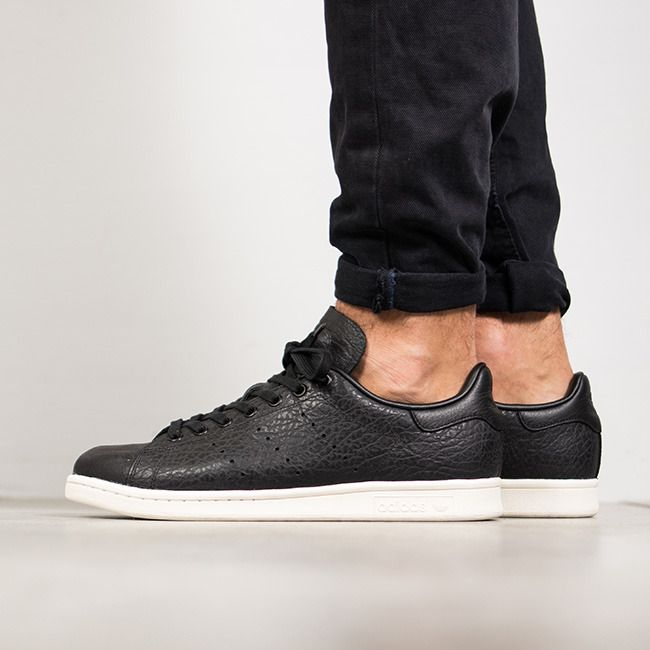 Zapatillas Adidas Stan Smith negras de piel arrugada. Adidas Originals  BB0037. https:/