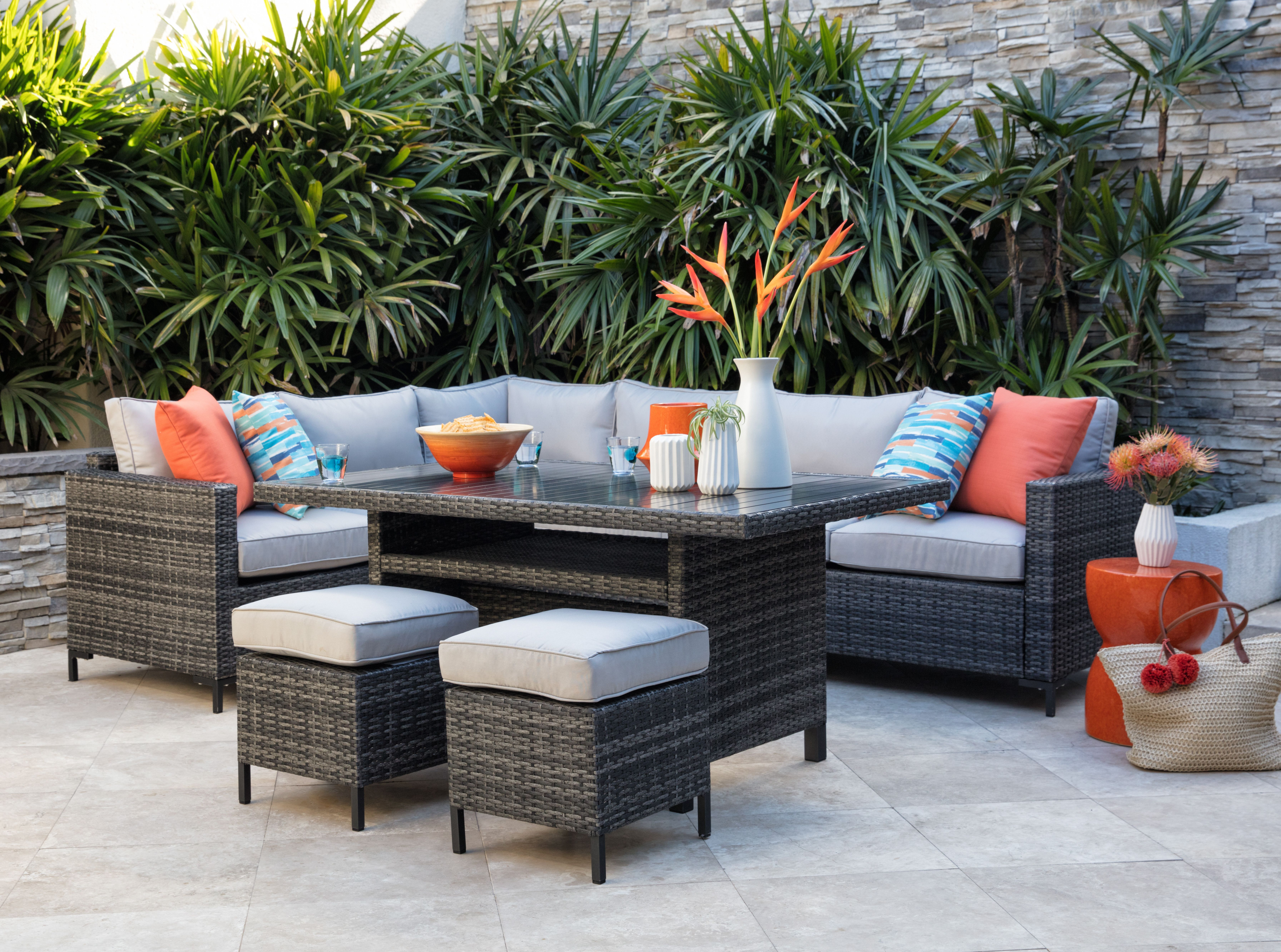 Outdoor Banquette Lounge Set A Banquette Sectional And Dining