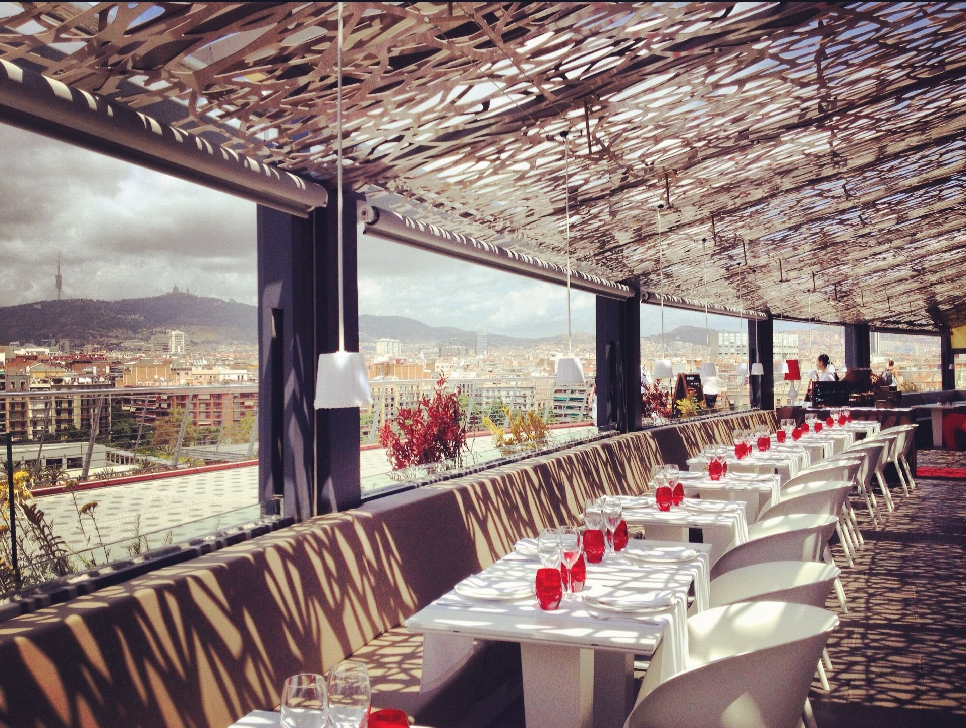 la terraza con sus maravillosas vistas a toda barcelona