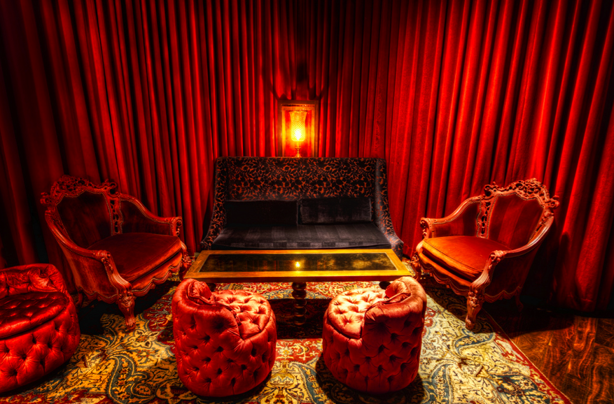 10 Diy Nightclub Makeovers With Velvet Curtains Red Rooms Red