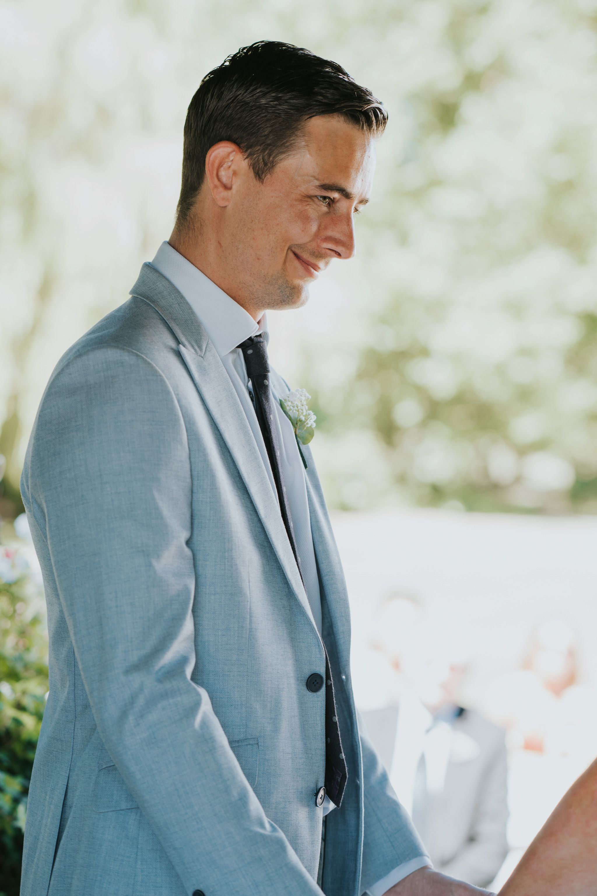 Natural photo of groomus during the vows at a relaxed outdoor boho